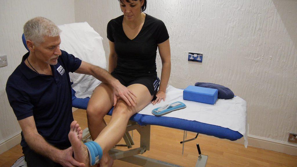Leg extension ensuring full locking