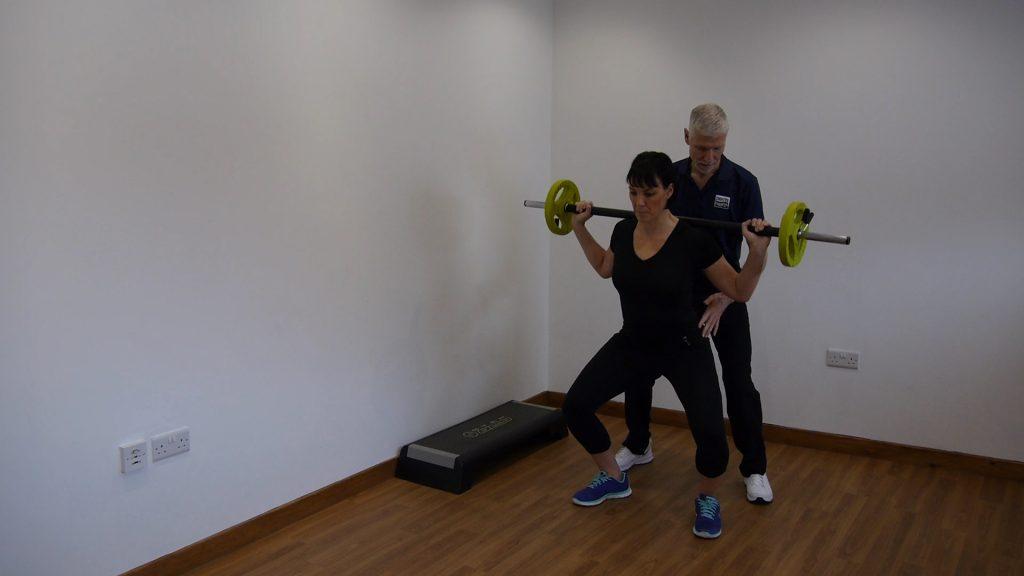 mini squat exercise to help with knee arthritis
